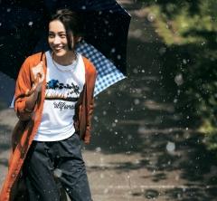 夏オシャレの定番「タウンビーサン」は雨の日にも活躍