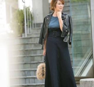 【オシャレ40代SNAP!】大人っぽいロングスカートがライダースを程よくマイルドに、女らしく