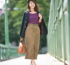 【オシャレ40代SNAP!】人気の紺ブレ肩かけで、秋マリンスタイルを楽しんで