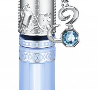 ジルスチュアートのお守りグロスで、宝石のような輝く存在に。
