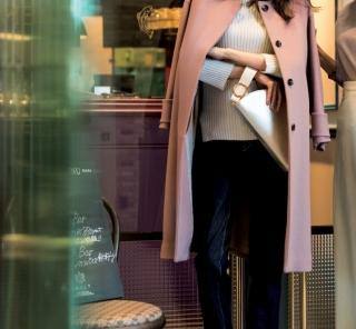 2/20 Tue. なにげないデニムスタイルも優しいモーヴのコートなら【女子会】仕様に