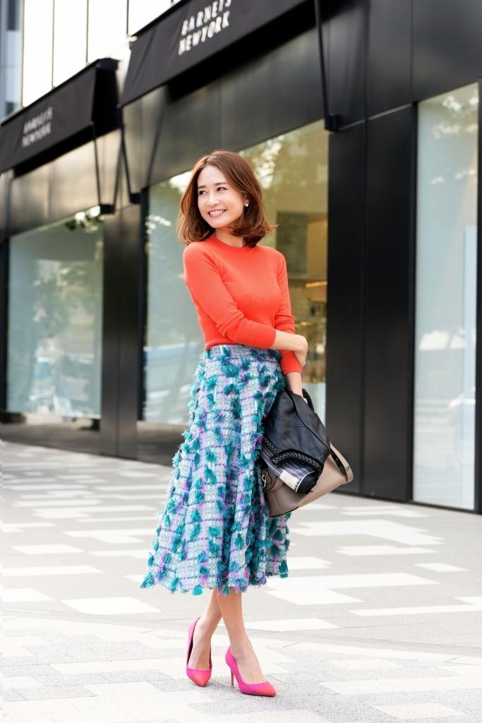 スカート編 ビビッドなカラー合わせは思い切りが大事!同系色でまとめれば着こなせます