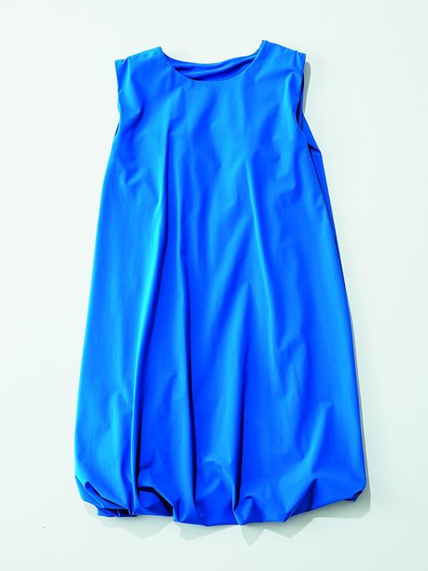 【水際】ワンピース7選 ロイヤルブルーが上品かつインパクトのある「ナゴンスタンス」