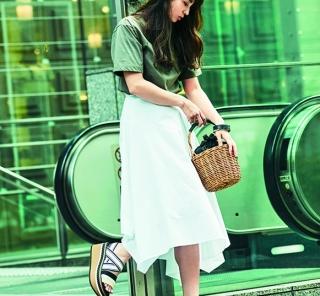 6/28 Thu. 甘い【白スカート】はTシャツとカジュアル小物でバランスを取って