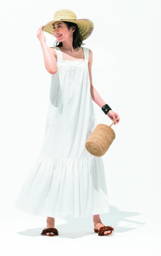 【モノトーン】ワンピースコーデ10選 リゾートならこれくらい女らしい着こなしのほうが素敵