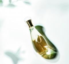 【コスメ品評会】ボディオイル、ミスト、ミルク……。大人の夏はさりげなく香らせる