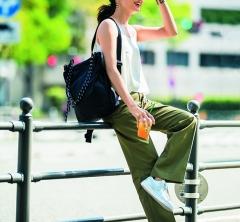 7/1 Sun. シンプルな休日カジュアルが【ナイキのシルバースニーカー】で断然見違える!