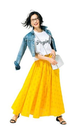 【Gジャン】コーデ 大人ロゴT+デニムジャケットでスカートをカジュアルダウン