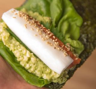 低糖質がうれしい、日本初のカリフラワーライスを使った海苔手巻き