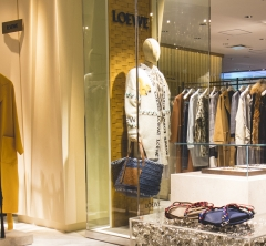 ロエベのレディ・トゥ・ウェアを展開する新ショップが伊勢丹新宿店本館3Fにオープン!