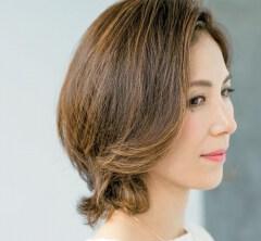 【40代の毎日ヘアスタイル】傷んだ夏髪を整える明るめカラーショート