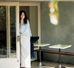 休日の【スニーカースタイル】をマキシスカートでトレンド顔に [11/3 Sat.]
