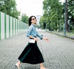10/30  Tue. 手持ちのデニムシャツも【こっくり色スカート】合わせで新鮮に