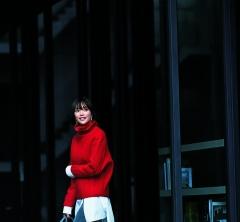 イブイブの連休中日は【赤のタートルネックニット】で年末の買い出しへ![12/23 Sun.]