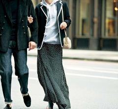 たまの【夫婦デート】はパーカと柔らかなロングスカートで今っぽく、リラックス[12/2 Sun.]