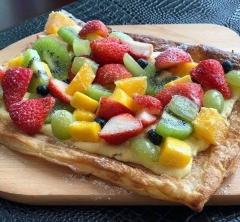 一度食べたら病みつき確実! 心斎橋「7-NANA」のさくさくパイ生地のスイーツピザ