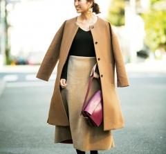 【街のオシャレ40代SNAP!January⑤】ロングスカートはベージュトーンでまとめると大人っぽい