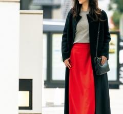 【街のオシャレ40代SNAP!February⑨】真っ赤なスカートも上品に着こなせば仕事着に