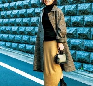 【街のオシャレ40代SNAP!February⑧】シンプルコーデを女らしい足元で引き立てて