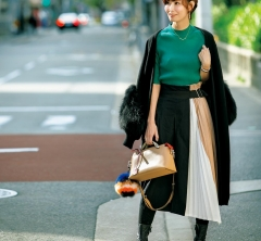 【街のオシャレ40代SNAP!March⑦】アシンメトリーなスカートを上品にまとめて