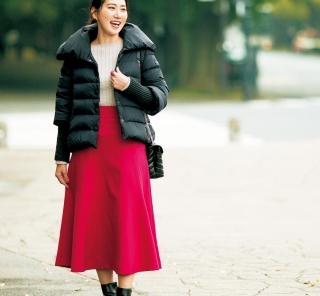 【街のオシャレ40代SNAP!February⑤】お地味なダウンはカラースカートで華やかに
