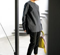 卒業式のお手伝いは動きやすいパンツスタイルで【ロングシャツ】[3/25 Mon.]