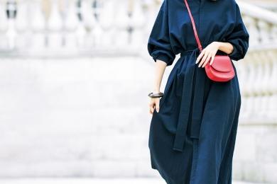 ネイビーの【学校用ワンピ】も赤バッグを合わせればお出かけ着に昇格! [5/11 Sat.]