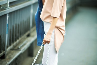 人気のゆるっとTシャツには【白パンツ】で大人のきちんと感 [6/4 Tue.]