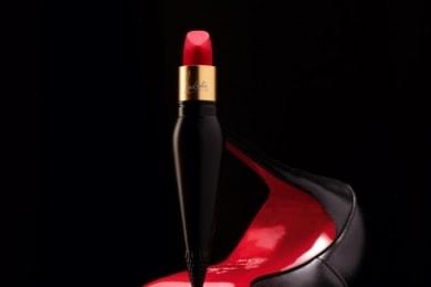 クリスチャン ルブタンのベルベットマットタイプのリップカラーから 新しくレッド系5色が発売になります!