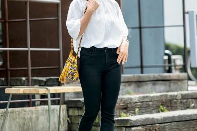 【街のオシャレ40代SNAP!July30th】ペタンコ靴とデニムでもしっかり女らしい!