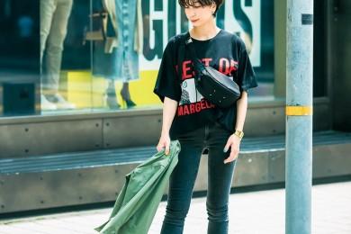 【街のオシャレ40代SNAP!July28th】パンチのあるTシャツは色数少なめを意識して