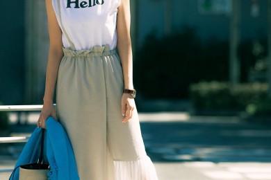 【街のオシャレ40代SNAP!August11th】デザインスカートはロゴTでカジュアルに