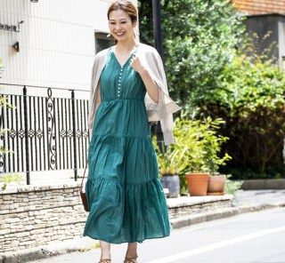 【街のオシャレ40代SNAP!July⑨】キレイ色ワンピはやっぱり夏に映える!