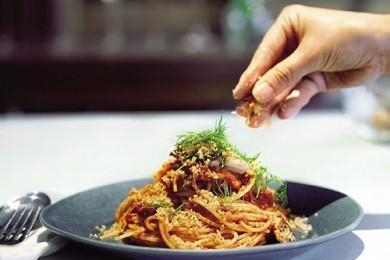 イワシのシチリア風トマトパスタ【プロに聞いたお家ごはんレシピ】