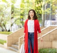 【街のオシャレ40代SNAP!June⑦】マイ定番デニムスタイルを赤のロングカーデでフェミニンに♡