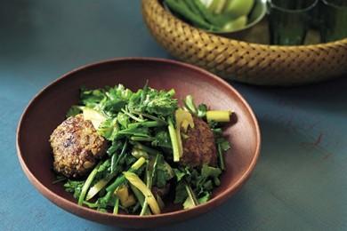 エスニックのタレで野菜がモリモリ食べられる!サラダ感覚のハンバーグ【プロに聞いたお家ごはんレシピ】