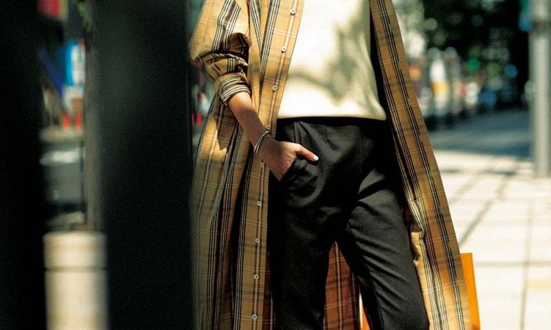 ヘビロテ中の【ロングシャツ】がシックなコーデに華を加える[8/16 Fri.]