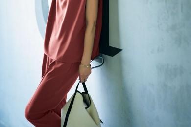 最近多いプチ同窓会へは、落ち着いた赤の【セットアップ】で程よく女らしく[8/17 Sat.]
