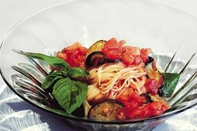 フレッシュトマトとナスの冷製トマトパスタ【プロに聞いたお家ごはんレシピ】