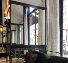 壁画も楽しめるカフェ