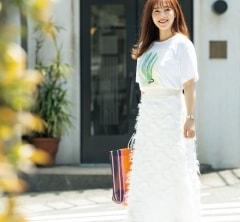 【街のオシャレ40代SNAP!September22th】白ワントーンは甘いスカートでスパイスを