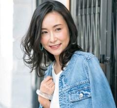 大人のカジュアル服が似合うようになるミディアムヘアで、オシャレが楽しい!【40代の毎日ヘアスタイル】