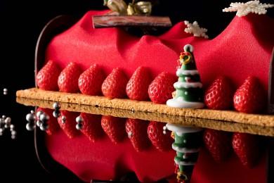 聖夜を華やかに彩る、芸術的なクリスマスケーキ