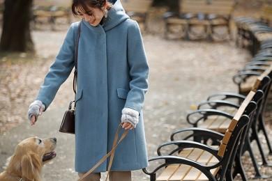 【日めくり7days⑤Sat】朝晩は冷えるように。愛犬のお散歩にはブルーのフーディコートの出番
