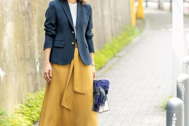 【街のオシャレ40代SNAP! November①】歩く姿も美しいスカートで街を闊歩!