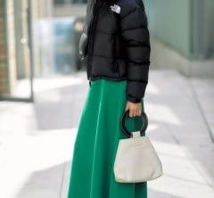 【ノースフェイス】×キレイ色スカートでカジュアルすぎない大人のコンサバスタイルに [12/15 San.]