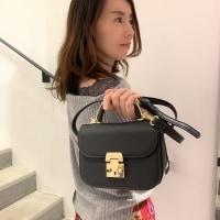 小さいバッグがいい女の法則♡