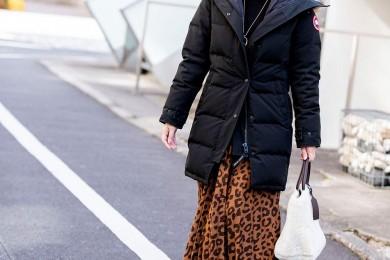 【街のオシャレ40代SNAP! December④】カナダグースは柄スカートでより女っぽく!