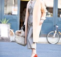 【街のオシャレ40代SNAP! December⑨】大人に似合うピンクならアウターにもばっちり