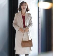 【日めくり7days②Wed】シンプルコートをぱさっと羽織って会社近くにやってきた学生時代の友人とランチ♡